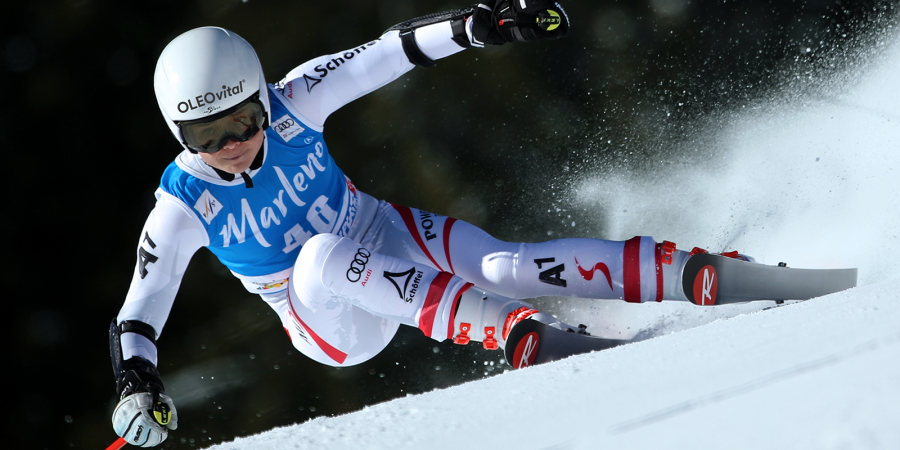 Bild zeigt die ÖSV-Skifahrerin Julia Scheib beim Skifahren.