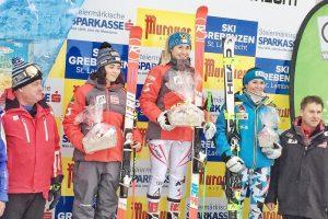 Bild zeigt die Skifahrerinnen Julia Scheib und Stephanie Resch beim FIS Super-G in St. Lambrecht.