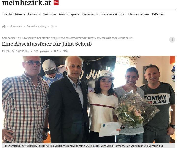 Das Bild zeigt Julia Scheib mit ihren Fans und Vertretern aus ihrer Gemeinde.